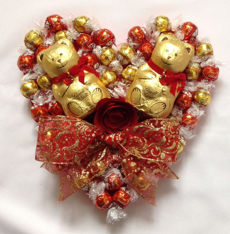 Lindt heart with Lindt bears www.sweetcandytablesbuckinghamshire.co.uk