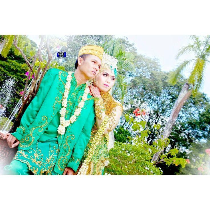 """Post Wedding �� H. M. Yunus & Siti Rahmah Lokasi : Mesjid Raya Sabilal Muhtadin 29 Juli 2017 . . Kami Hadir untuk """"Menyamani kada Mengalihi"""" Info lebih lanjut⏬⏬⏬scrool yaa... Present ❇ Abang eL PhotoGraphy ❇ Melayani jasa foto :�� -wedding�� -prewedding�� -video wedding ���� -acara ulang tahun ������ -foto keluarga�� -acara wisuda�� -acara perpisahan�� -Dan lain lain �� Contact : ☎ Contact, WA & Line : 081250635881 (rahmat zul saputra) ��Bbm D4EF9B17(rahmat zul saputra) ��Instagram…"""