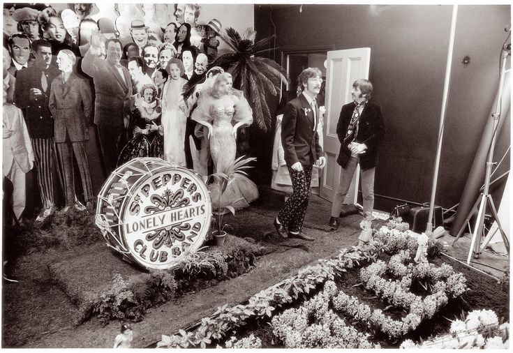 vintage everyday: Behind the Scenes Photos of The Beatles During Their Photo Shoot for Sgt. Pepper's Album Cover in 1967