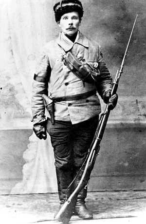 Punakaartin komppanianpäällikkö vuonna 1918.