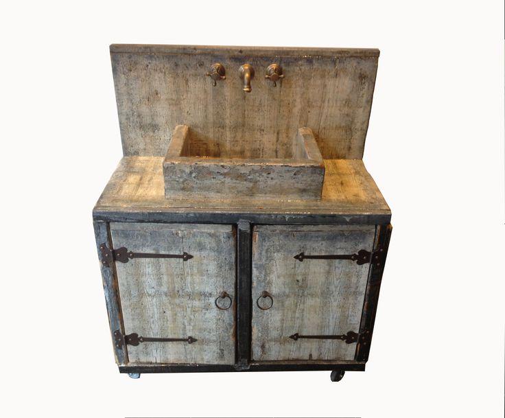 Unieke badkamermeubels van gerecycled grenen afgewerkt met epoxy. Zowel geschikt voor binnen als buiten.