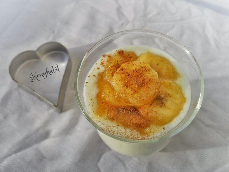 joghurt karamellizált banánnal