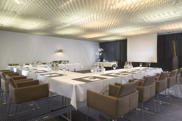 Conference room at Wyndham Mannheim!  Currently there are two conference rooms available at the Wyndham Mannheim Hotel, each of which are 70 square metres in size and can be connected with each other. Whether for seminars, conferences or presentations, up to 80 persons can be accommodated in the room.