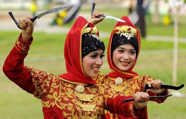 Acehnese dancer with 'rencong' (Aceh: reuncong) traditional dagger from Aceh
