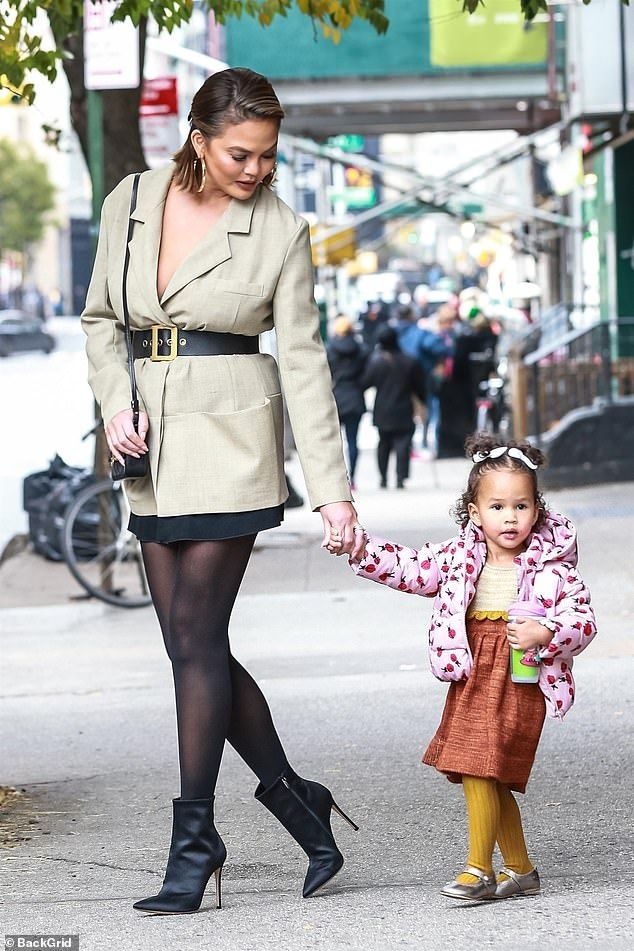 2020 John Legend Christmas Chrissy Teigen and John Legend take their kids to a NY Christmas