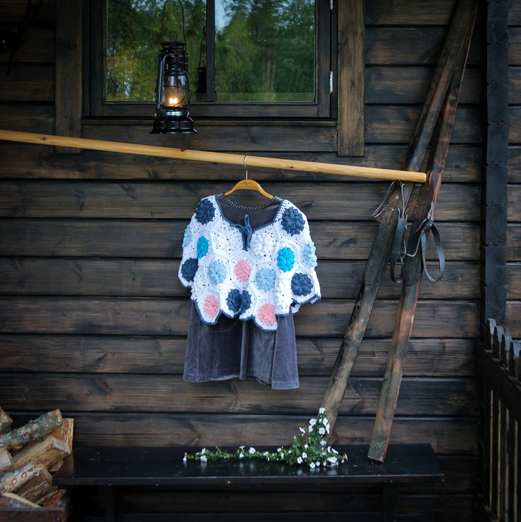 #poncho #kuusikulmiot #crochethexagon #handwork #crochet #koukkujapuikko #hookandneedle