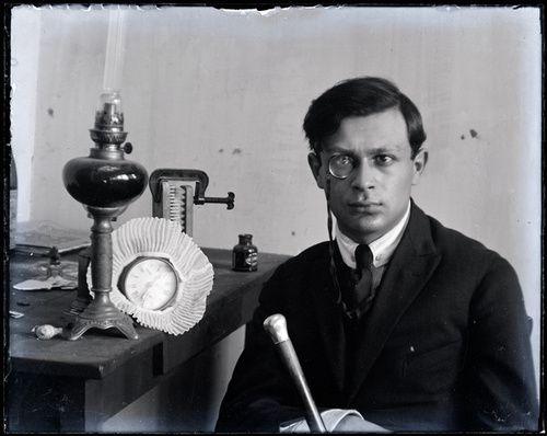 Tristan Tzara by Man Ray - #O.Lettera-Ti -- @Libriamo Tutti -- http://www.libriamotutti.it/