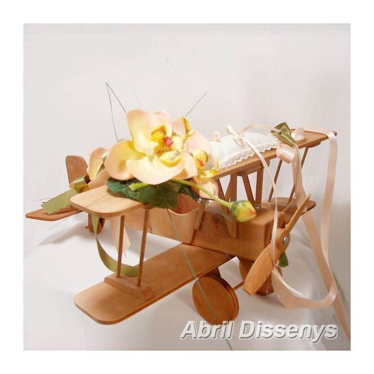 Avión porta alianzas con orquídeas . Avión porta alianzas de boda