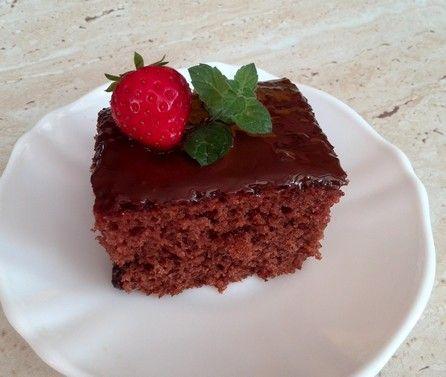 nadýchaný perníkový koláč s čokoládovou polevou