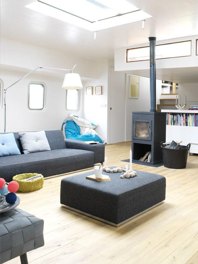 living room of our houseboat Jolie - waterloft.nl
