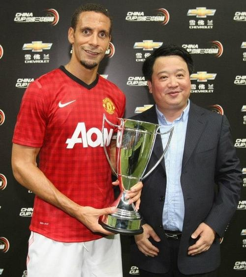 Rio Ferdinand with the Chevrolet China Cup.