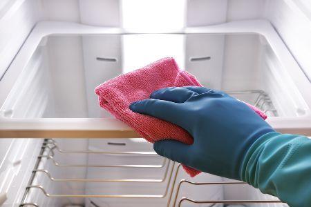 Zo vaak moet je je koelkast schoonmaken voor een goede keukenhygiëne.