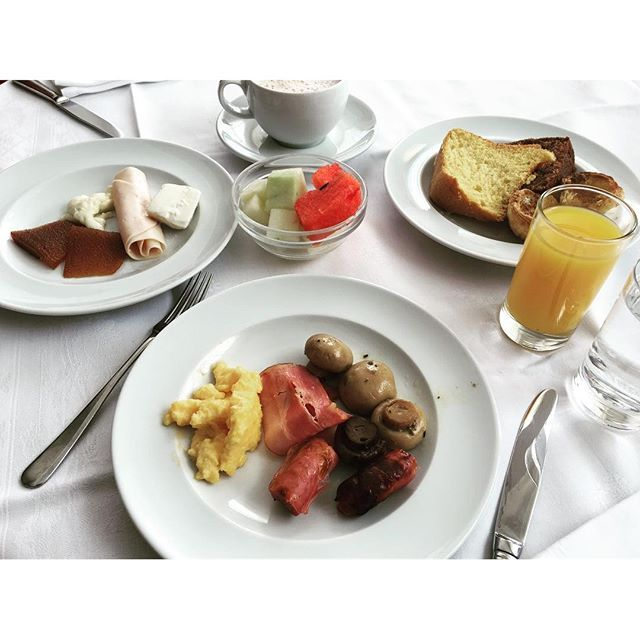 O último pequeno-almoço na #pousadadaserradaestrela #pousadasdeportugal…