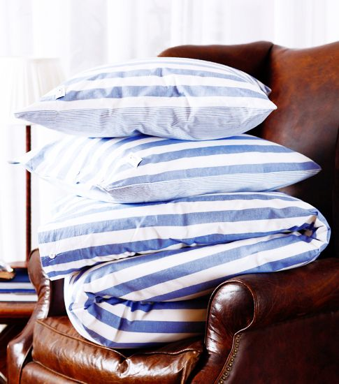 leather chair & striped sheets: Colors Combos, Brown Leather, Lakes Houses, Colors Combinations, Club Chairs, Linens, Blue Stripes, Leather Chairs, Blue And White