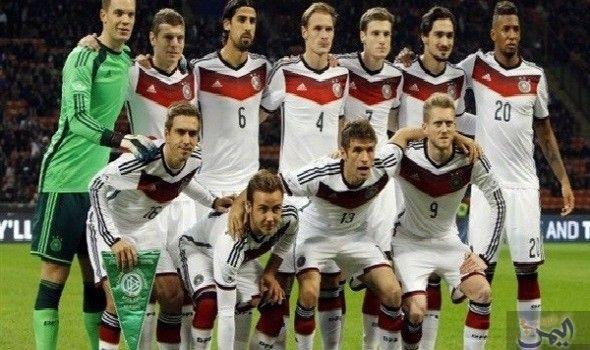 المنتخب الألماني يزور بابا الفاتيكان قبل مواجهة إيطاليا Sports Sports Jersey Football Players