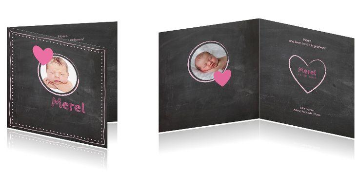 Krijtbord geboortekaartje met hartjes en foto #krijtbord #geboortekaartje met #hartjes en een #eigen #foto voor een #meisje. Alle kaarten kunt u #aanpassen in de #online #tool. #geboortekaartjeFoto #EigenFoto