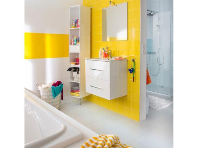 Salle de bains jaune pour enfant