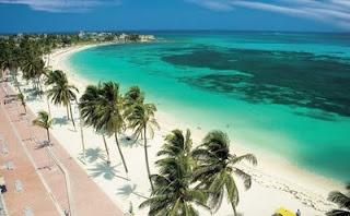 Esta playa es una de las más conocidas de Santa Marta , costa de la región del Caribe (Magdalena).