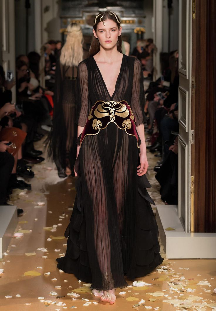 Valentino official website discover the valentino women for Haute official