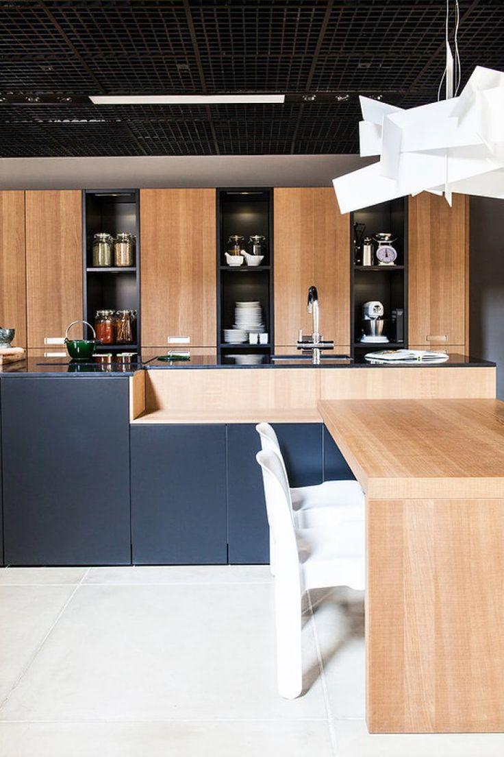 Show Room da Grife de Cozinhas Leicht por Mauricio Arruda - Cozinha Com Ilha - Cozinha Preta - Decora GNT - Ilha de Madeira - Bancada de Madeira - Marcenaria - Móveis Planejados - Nichos - Armário de Cozinha - Cozinhas Decoradas - Decoração de Cozinha - Kitchen Design - Leicht - #BlogDecostore - HomeDecor