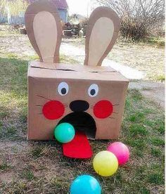 Decora una caja de cartón y abre un hoyo para metes pelotas por allí. Una actividad para la motricidad, coordinación, precisión y paciencia