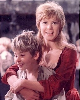 Shani Wallis as Nancy and Mark Lester as Oliver.