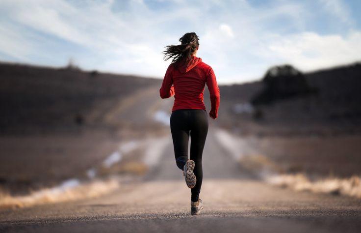 Különböző frissítés a rövid és a hosszútávú versenyek esetén      A főbb különbségei a különböző időtartamú sportesemények frissítéseinek, az intenzitás és az erőkifejtéshez felhasznált összes kalória. Valójában a terhelés időtartama meghatározza az intenzitását vagy legalábbis az átlagos tartós erőkifejtés szintjét. Ugye, nyilvánvalóan senki sem képes fenntartani az 1 órás versenystílusát 8 órán keresztül, tehát egy rövidebb versenyen teljesen más lesz a