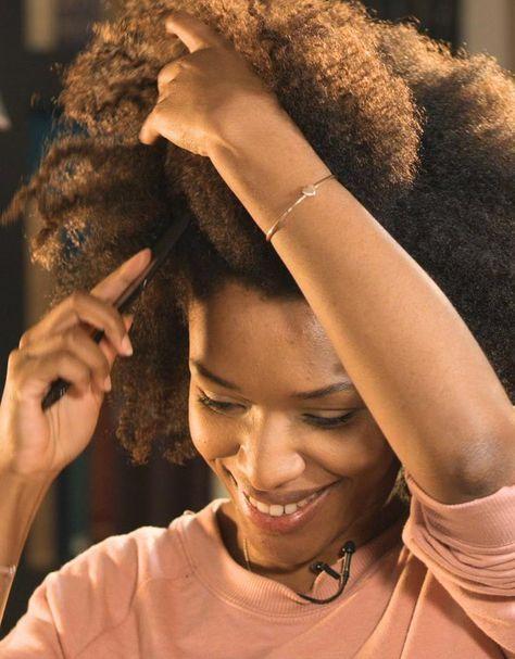 Prendre soin de vos cheveux bouclés sera plus facile si vous avez les outils do…