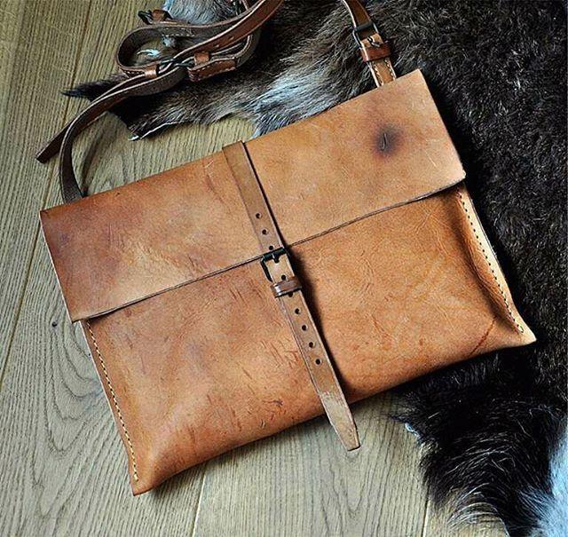 Vintage leather postbote by @burtsevbags