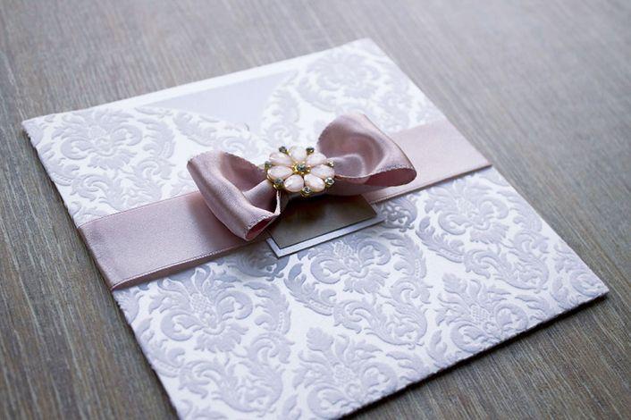 flocked wedding invitation, wedding invitation with pocket, wedding invitation with lace, wedding invitation with chrystal
