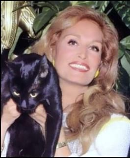 Dalida et son chat noir
