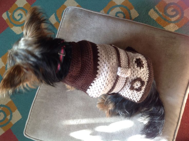 Dovecote lovely crocheted by Julie Farmer, for her dog Tilly. This is the first and only time should let me put the coat on her. Patterns created and designed by Julie Farmer.
