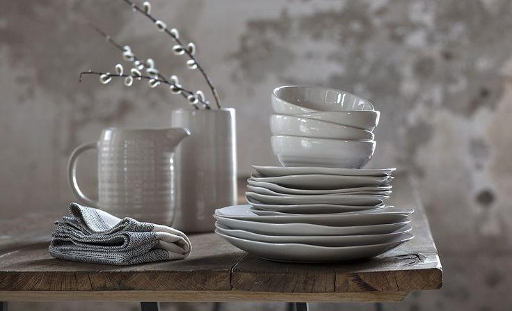 Kulhot, lautaset, kannut ja maljakot kuuluvat IKEA EFTERTANKE -erikoismallistoon. Tämä on kuudes erikoismallistomme, joka on luotu yhteistyössä sosiaalisen yrityksen Doi Tungin kanssa.