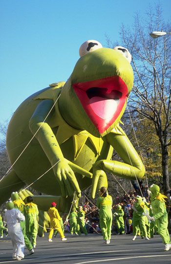 Memorable Macy's Thanksgiving Day Parade Balloons... Kermit the Frog, 1986