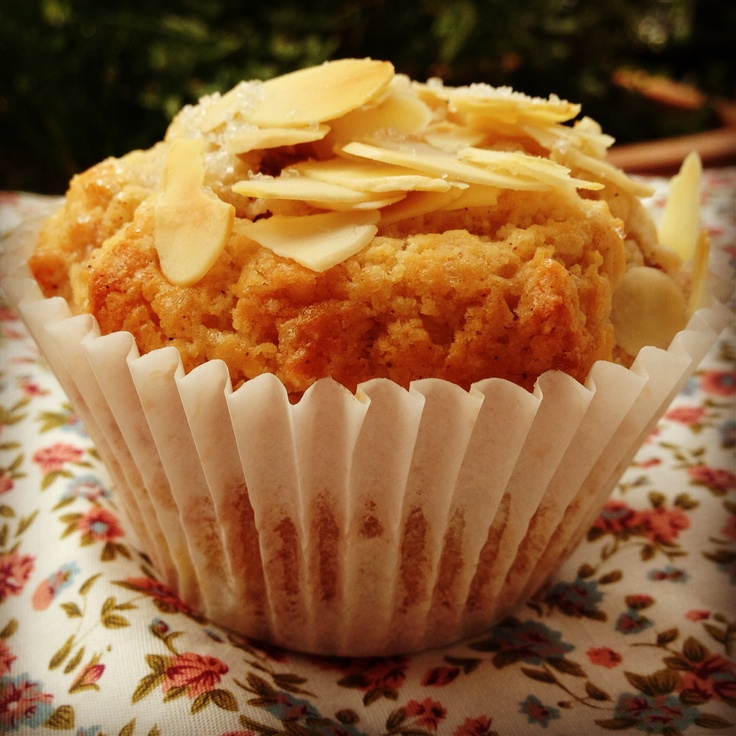 Pear, cinnamon & almond muffins x