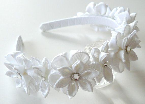 White Kanzashi Fabric Flower headband. White flower crown por JuLVa