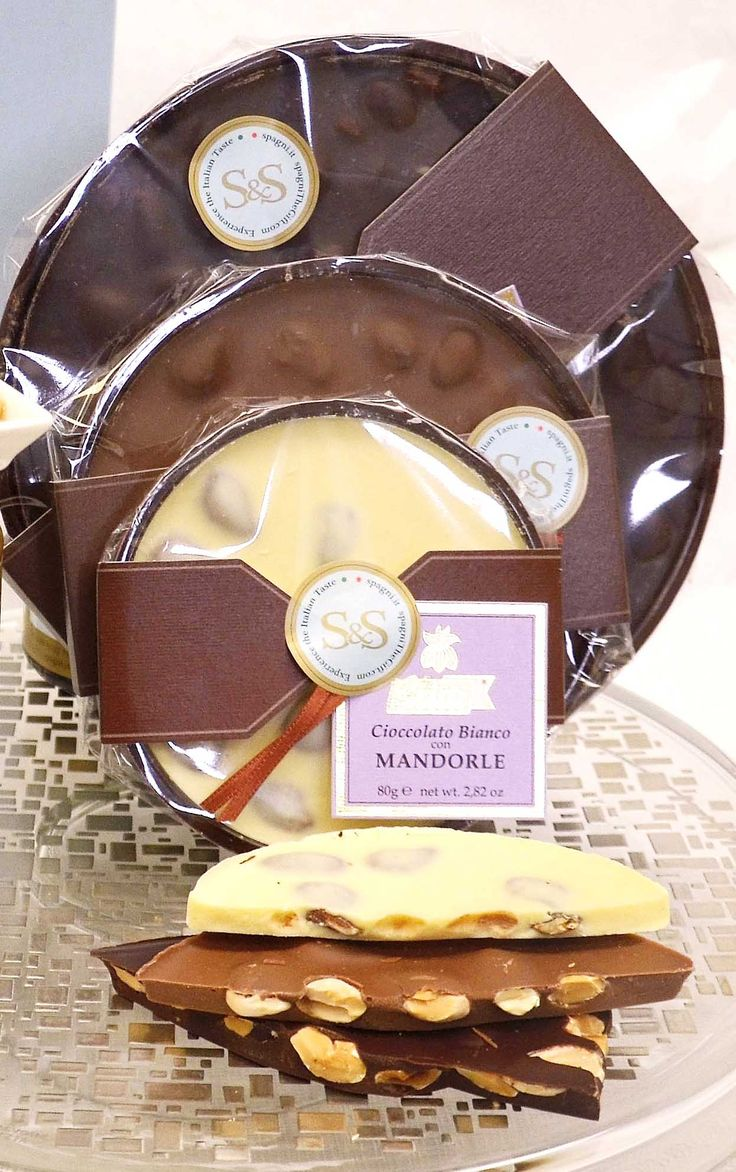 #Whitechocolate, #darkchocolate or extra dark #chocolate with almonds: the choice is yours! #weekend #goodmorning spagniTheGift.com