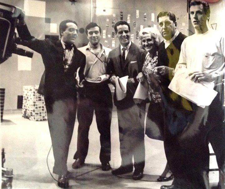 """Guillermo Brizuela Méndez, Juan Carlos de Seta y Colomba (Animadores), Oscar Sacco (Productor). Programa """"La Feria de la Alegria"""", CANAL 9, Buenos Aires, 1962. (Fuente: Pavon 2444-Facebook)."""