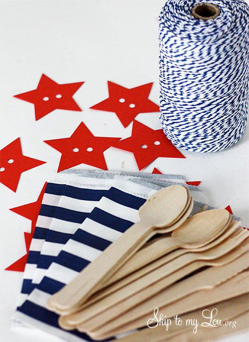 Fourth of july silverware holders- perfect for a pic-nic or Fourth of July party #diy #fourthofjuly skiptomylou.org