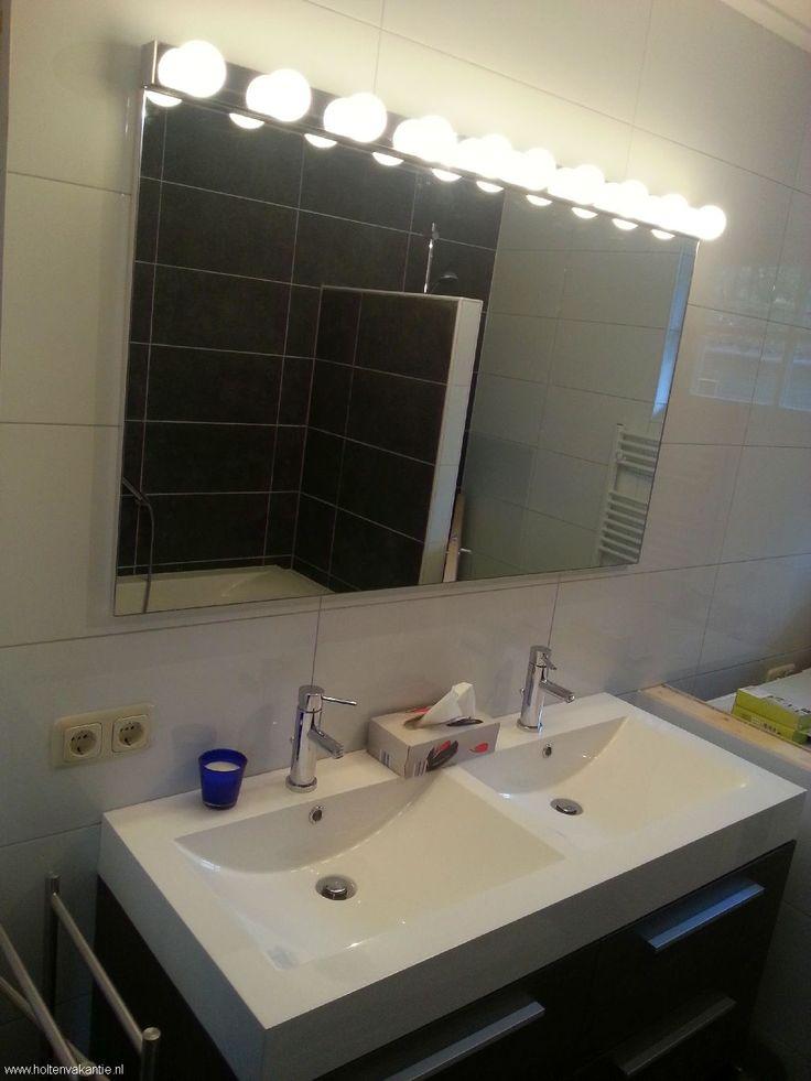 Een van de twee badkamers in Huis van Oranje te Holten