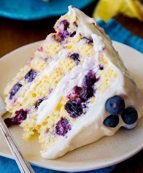 Egy ilyen torta maga a gyönyörűség, az ízéről nem is beszélve. Hozzávalók: A tortalaphoz: 4 tojás 8 evőkanál víz 30 dkg cukor 1 csomag sütőpor 25 dkg liszt reszelt citromhéj csipet só 10 dkg áfonya A krémhez: 25 dkg mascarpone 3 dl...
