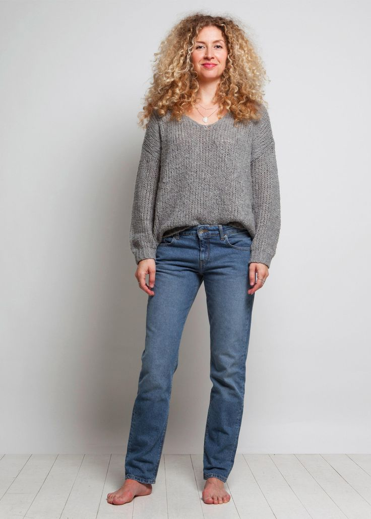 Mud denim, sustainable fashion. The Fave Straight only contains organic and recycled denim. The colour is unique, no water has been used. This is sustainable clothing of the future.