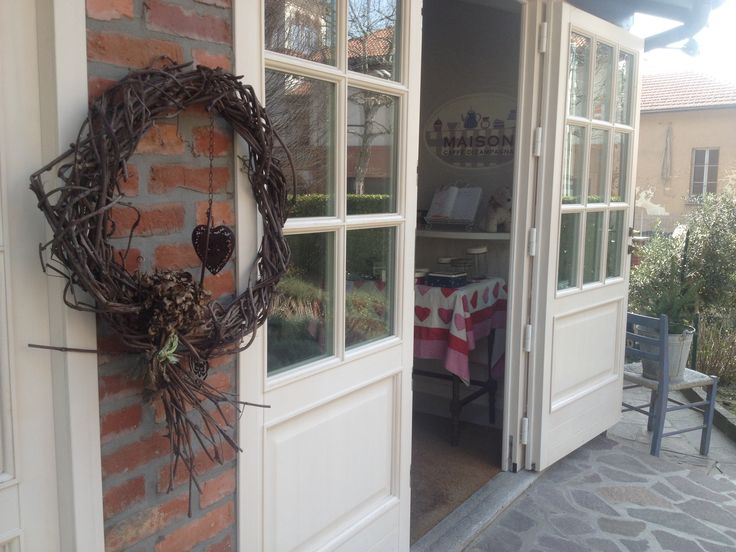 The main entrance. We often have rustic decorations on the door....