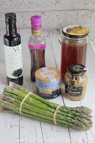 Espárragos verdes con vinagreta de mostaza www.cocinandoentreolivos (7)