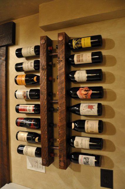 Rustykalny stojak, wieszak na wino