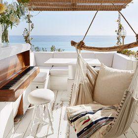 Una cabaña de película junto al mar: La terraza con vistas al mar