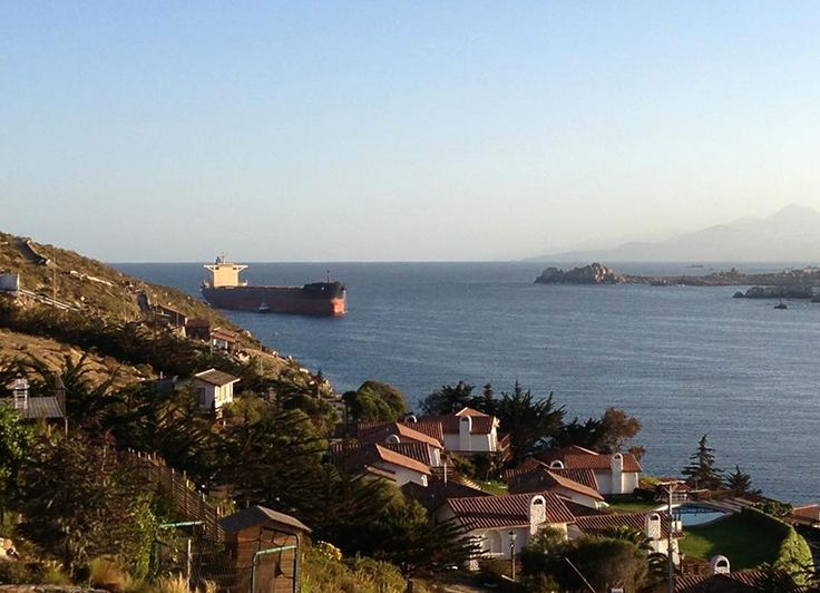 Barco entrando en la playa La Herradura de Coquimbo. Foto de Marcela Borlone Osejo.