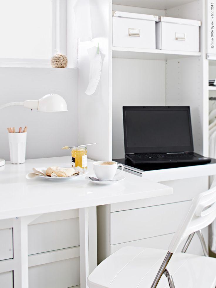 Smarta lösningar för trångbodda! NORDEN slagbord, BESTÅ förvaringslösning med inbyggt laptopstöd.