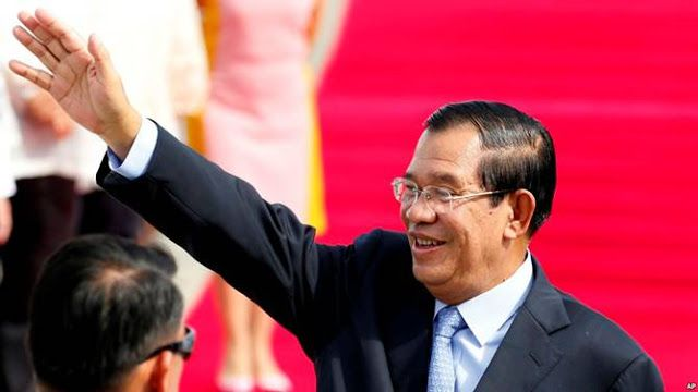 Hun Sen: Media Is a Double-Edged Sword That Could Destroy the Country