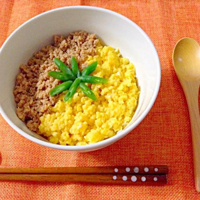鶏ひき肉と卵のそぼろにインゲンでアクセント - 27件のもぐもぐ - 二色そぼろ丼 by Akane♡